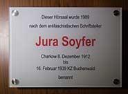 Schild zum Jura Soyfer Hörsaal des Instituts für Theaterwissenschaft